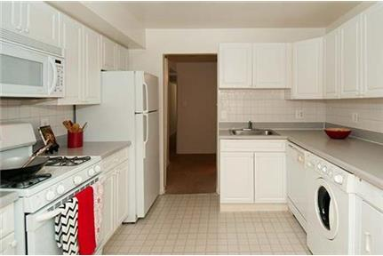 2 bedrooms Apartment - Nestled in the serenity of a beautiful park-like setting.