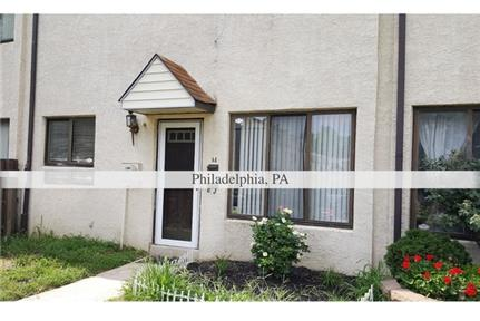 Terrific townhouse style condominium with fantastic layout.
