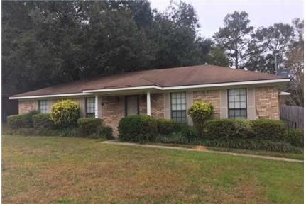Great 3 bedroom, 2 bath home in Semmes. Parking Available!