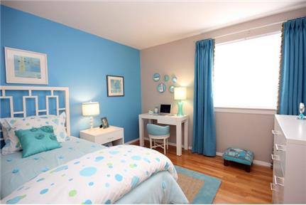 2 bedrooms Townhouse - REMODELED TOWNHOMES featuring maple cabinetry.