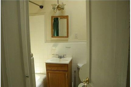 Bright Philadelphia, 2 bedroom, 1 bath for rent. Parking Available!