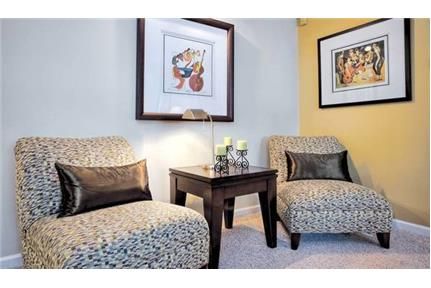 Beautiful 1 bedroom in Chestnut Hill Village apartments - great location