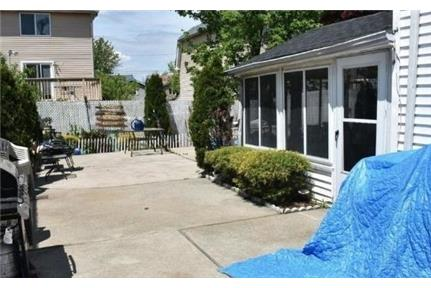 Apartment for rent in Staten Island.