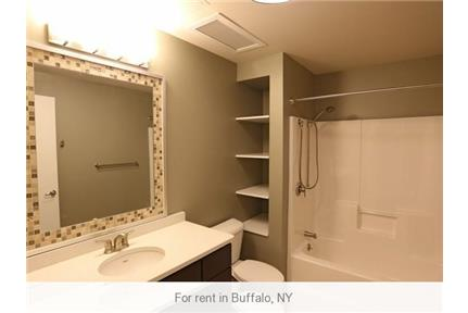 Move-in condition, 1 bedroom 1 bath. Gated parking!