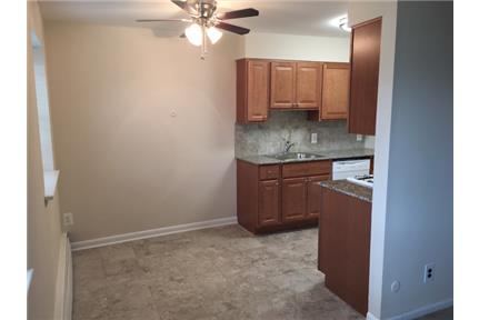 1 bedroom Apartment - Accepts credit cards and electronic payments.