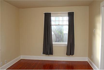 ia - Well-Maintained 2 Bedroom House withGarage and Spacious Yard
