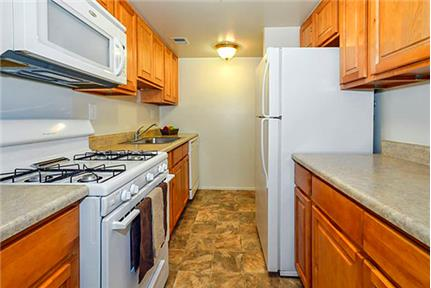 500 OFF ONE MONTH'S RENT when you lease a two bedroom den floor plan. Offstreet parking!