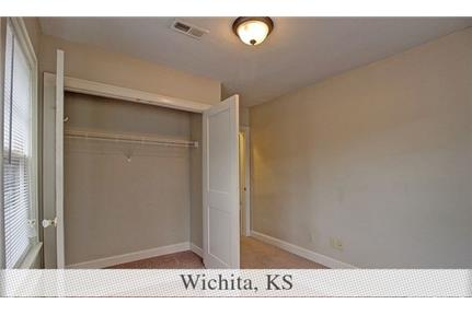 Wichita, prime location 1 bedroom, Apartment. Parking Available!