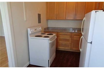 Outstanding Opportunity To Live At The Oakland City Club. Parking Available!