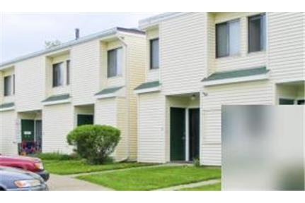 8/1-unc Unfurnished, spacious townhouses, 1300. Parking Available! - Ft, 2 bedrooms, Central AC, washer/dryer, dishwasher, garbage disposal, lots of closet space, enclosed yard, 1 1/2 baths, carpet and tile, balconies, INCLUDES trash removal, water/sewer, cooking gas, hot water and off-street parking, tenant pays Heatgas and electric
