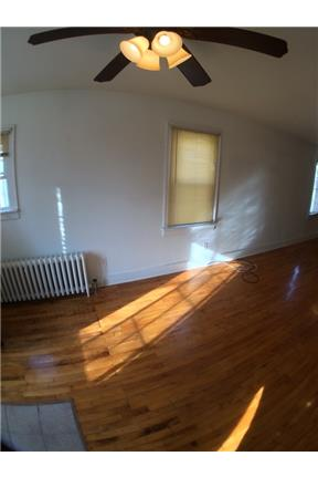 Beautiful 3Bdrm Lower With Hardwood Floors - Lower, Milwaukee, Rent: $825 secure