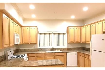 Move in ready townhouse in highly sought after Rossmoyne area of !