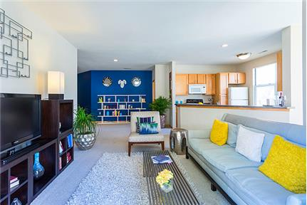 1 bedroom Apartment in Quiet Building - Milwaukee. Pet OK! - Discover the distinctive design and unique lifestyle that only a select few enjoy