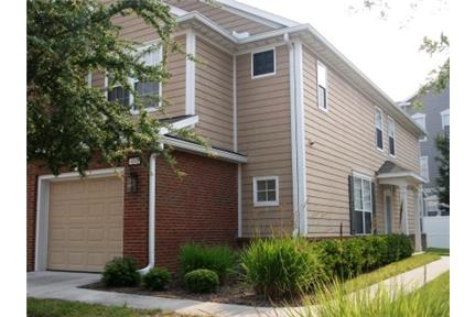 Jacksonville - Great 3 bedroom townhome available for rent in Ironwood. Single Car Garage!