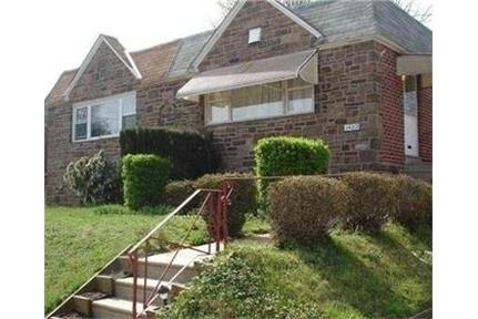Spacious twin ranch with finished walk out basement. Washer/Dryer Hookups!
