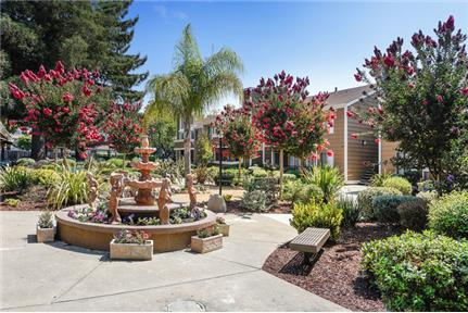 2 bedrooms Townhouse - Looking for an apartment in Hayward. Parking Available!