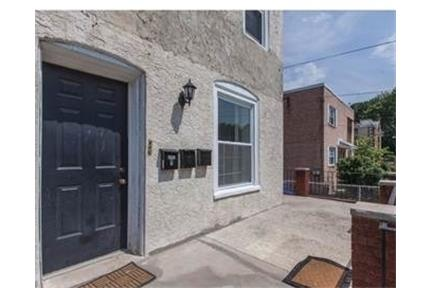 Great location for this 1 bed, 1 bath apartment on quiet block in Mt. $850/mo