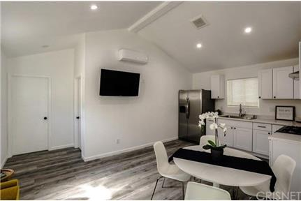 2 bdr back house apartment for rent in Canoga park, CA