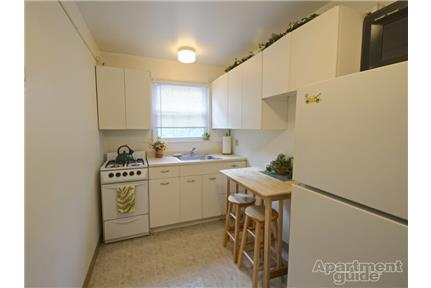 1 2 Bedroom Apartment In Cleveland Oh For Broadview Gardens Apartments