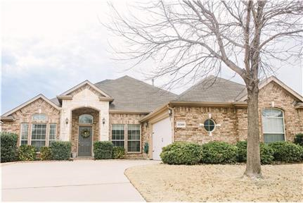 Stunning spacious 4 bedrooms, plus study and 2.5 B for rent in Fort Worth, TX