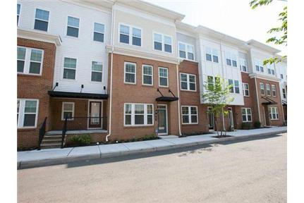 Large Beautiful townhouse -  4Bed/3.5Ba for rent in North Brunswick, NJ