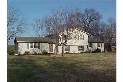Lakefront 5 bed executive home for rent in Terre Haute, IN