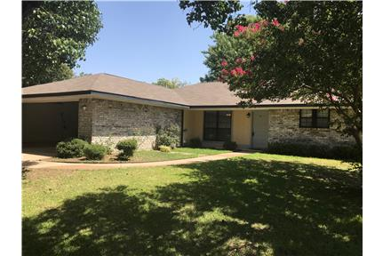 Nice Flower mound 1 story, large fenced yard for rent in Flower Mound, TX