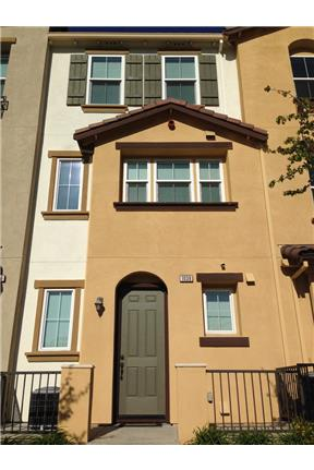Beautiful 3 bedroom 3 Full Bathroom Townhouse for rent in Hayward, CA