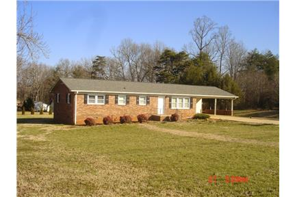 Attractive Brick Ranch House 1520 Sq Ft In Hickory Nc