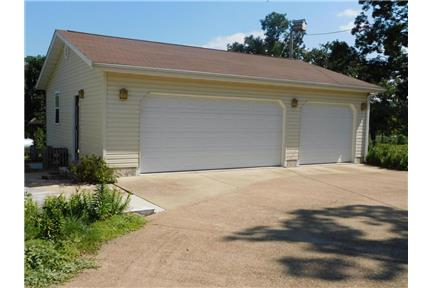 Picture of House for Rent at 16649 Forrest Dr, Houston, MO 65483