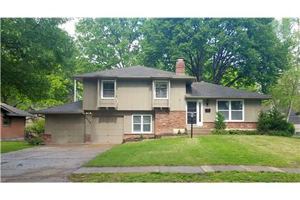 Picture of House for Rent at 9709 Glenwood St., Overland Park, KS 66212